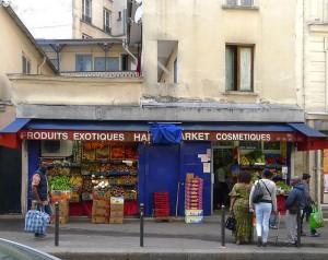 P1320975_Paris_XVIII_rue_des_Poissonniers_Nxx_rwk